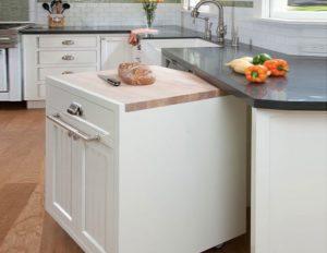 Freestanding kitchen island on wheels