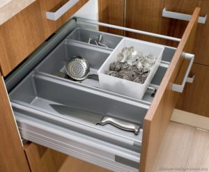 Kitchen pullout drawer
